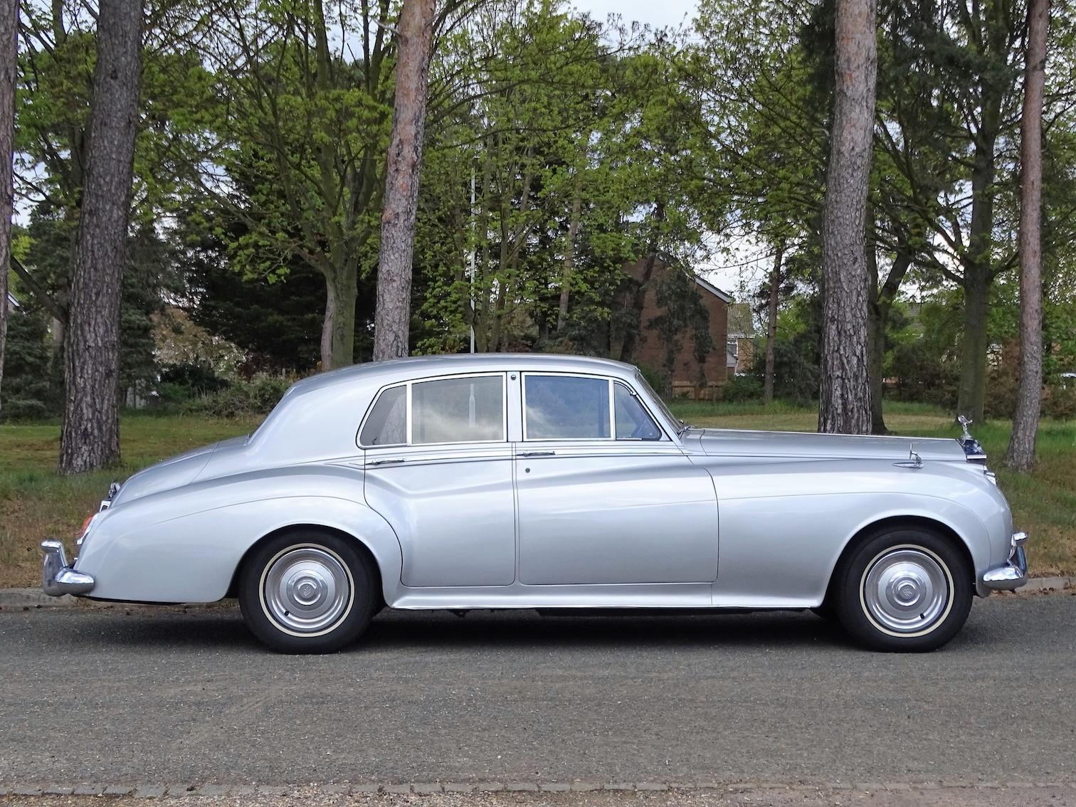 Profile of Rolls Royce Silver Cloud II