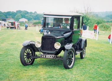 Lot 42-1925 Ford Model T Saloon
