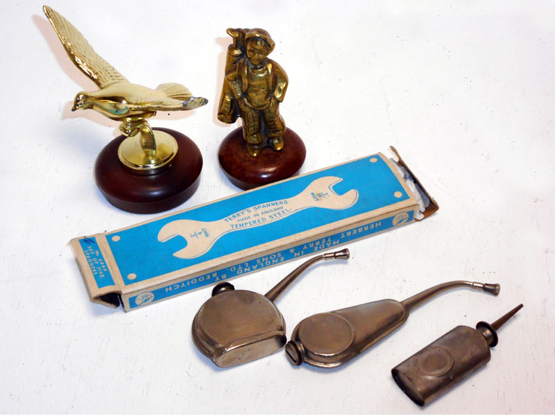 Lot 44 - Assorted Automobilia