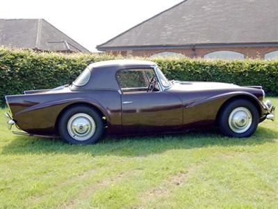 Lot 16-1962 Daimler SP250 Dart