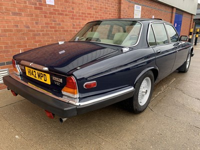 Lot 95-1990 Jaguar XJ12 Vanden Plas