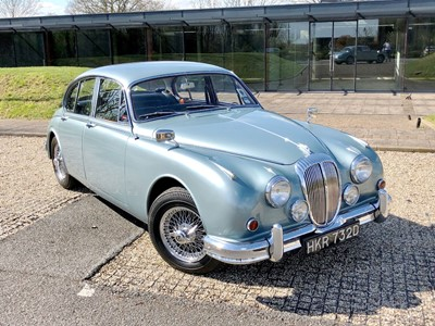 Lot 117-1966 Daimler V8-250
