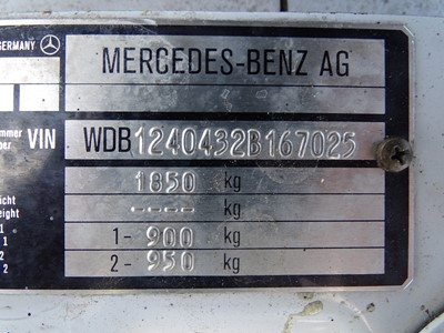 Lot 301-1990 Mercedes-Benz 230 CE