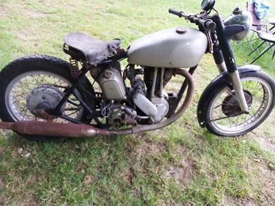 Lot -1949 Norton ES2