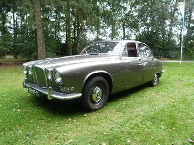 Lot 300. - 1968 Jaguar 420