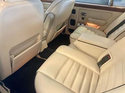 Lot 319 - 1990 Bentley Turbo R