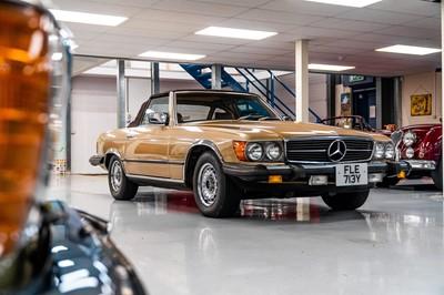 Lot 352 - 1983 Mercedes-Benz 380 SL