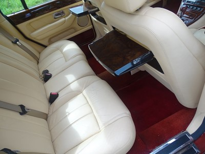 Lot 310-2002 Bentley Arnage R Auto