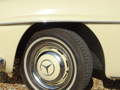 Lot 71 - 1960 Mercedes-Benz 190 SL
