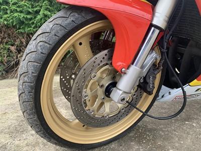 Lot 42 - 1990 Suzuki GSXR400RL