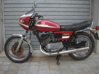 Lot 17-1980 Moto Guzzi TS250