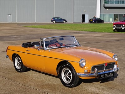 Lot 302 - 1975 MG B Roadster