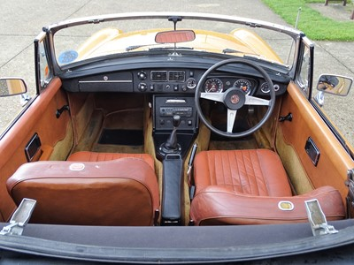 Lot 302 - 1975 MG B Roadster