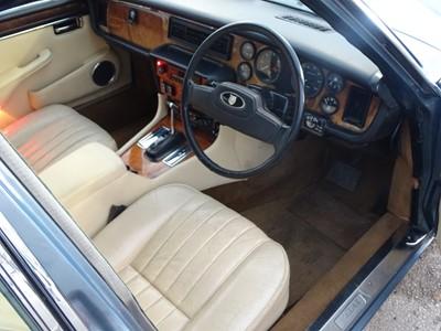 Lot -1986 Jaguar Sovereign 4.2 Auto