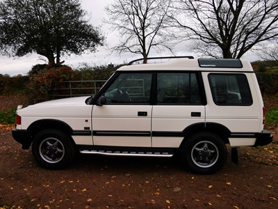 Lot 307-1997 Land Rover Discovery V8 ES