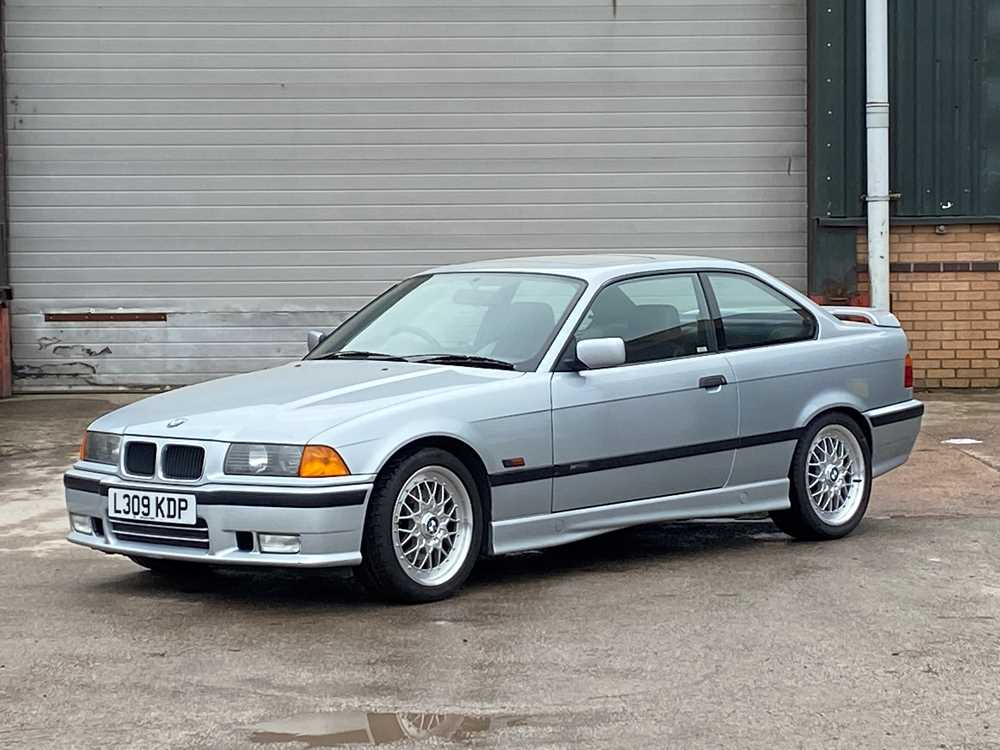 Lot 18 - 1994 BMW 325i Coupe Individual