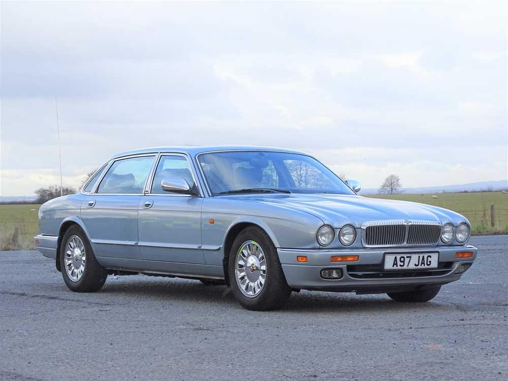 Lot 209 - 1997 Daimler Six 4.0 LWB