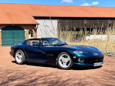 Lot 1994 Dodge Viper RT/10