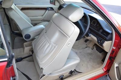 Lot 304 - 1990 Mercedes-Benz 300 CE - 24