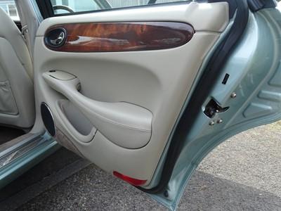 Lot 371 - 1998 Jaguar XJ8 4.0
