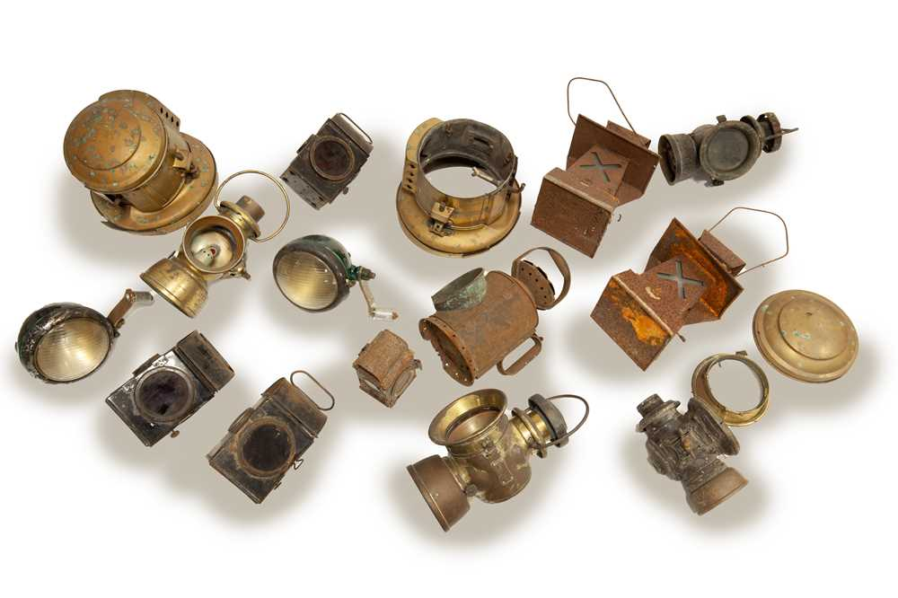 Lot 123 - A Large Quantity of Lamps for Restoration