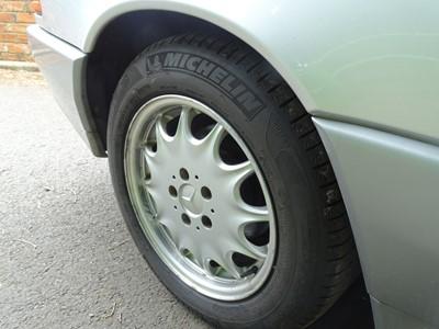 Lot 24 - 1995 Mercedes-Benz SL 320