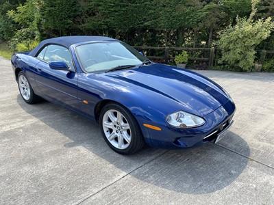 Lot 1999 Jaguar XK8 Convertible