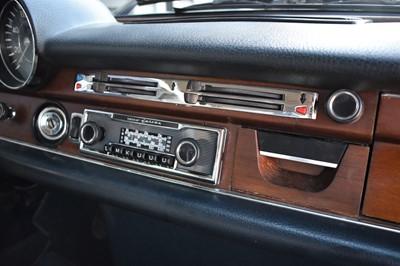 Lot 1971 Mercedes-Benz 280SE 3.5 V8 LHD