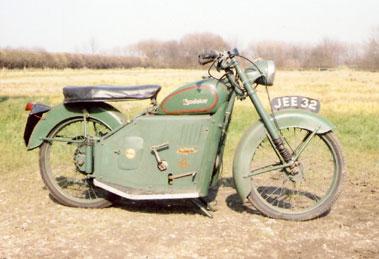Lot 17-1957 Excelsior Skutabyke
