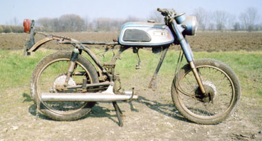Lot 32-Yamaha AS1 Rolling Chassis