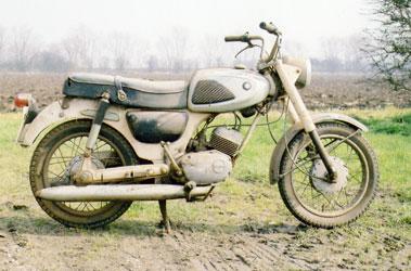 Lot 49-1967 Suzuki S32