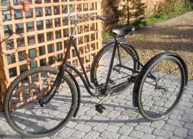 Lot 19-Singer Ladies Tricycle