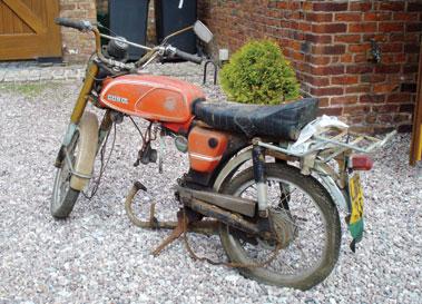 Lot 10-1976 Casal Sports Moped