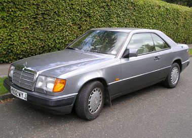 Lot 33-1990 Mercedes-Benz 300 CE