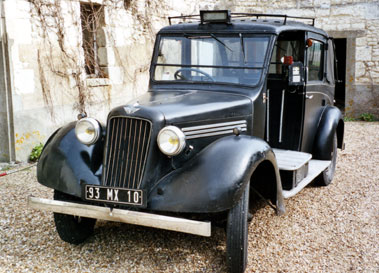 Lot 39-1938 Austin 12/4 Heavy Low Loader Taxicab
