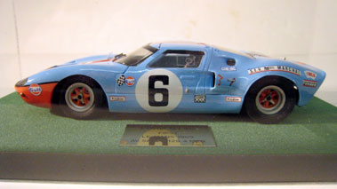 Lot 237-Ford Gt40 1:20 Scale Model