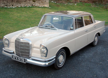 Lot 18-1964 Mercedes-Benz 220 SEB Saloon