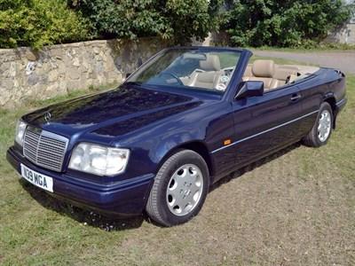 Lot 27 - 1996 Mercedes-Benz E 220 Cabriolet
