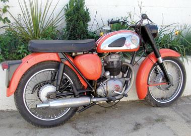 Lot 12-1967 BSA Starfire