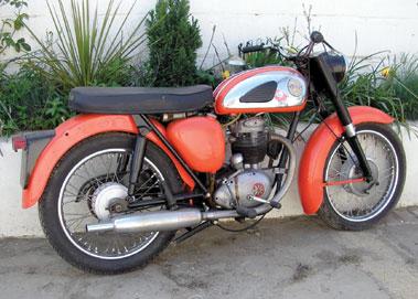 Lot 37-1961 BSA B40