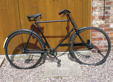 Lot 3-Raleigh Roadster