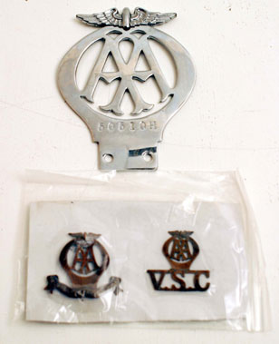 Lot 201-AA Voluntary Service Member's Lapel Badges