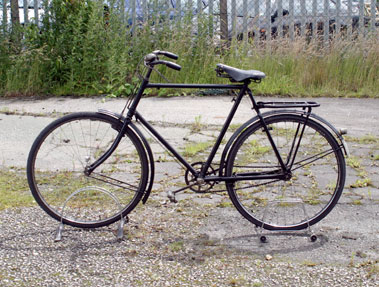 Lot 4-Raleigh Roadster