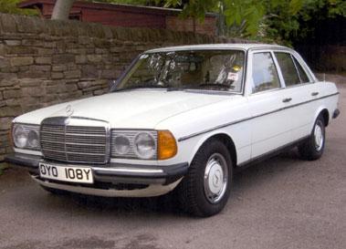 Lot 49-1982 Mercedes-Benz 250 Saloon