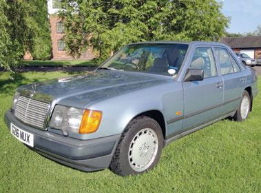 Lot 53-1989 Mercedes-Benz 260 E