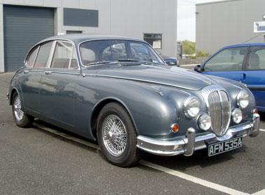 Lot 66-1963 Daimler V8-250