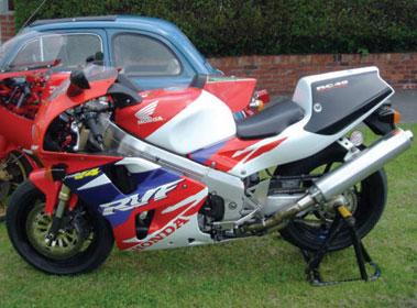 Lot 9-1997 Honda RC45
