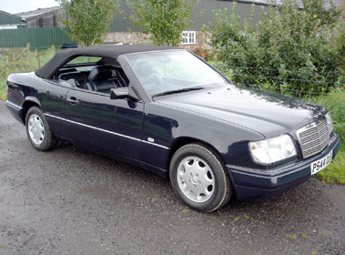 Lot 67-1997 Mercedes-Benz E 220 Cabriolet