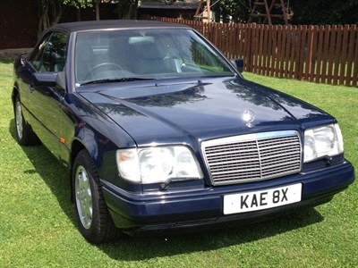 Lot 9-1995 Mercedes-Benz E 220 Cabriolet