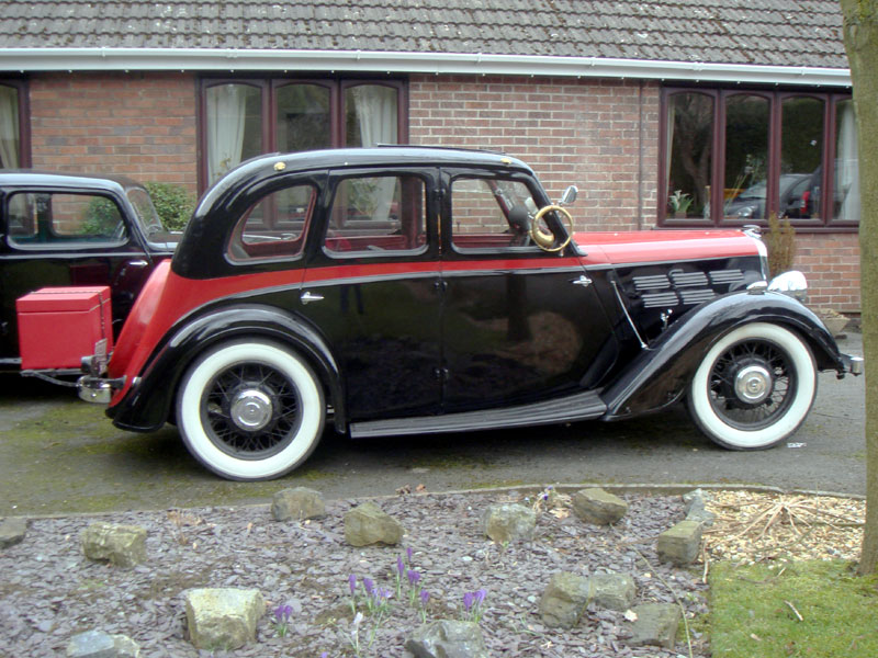 Lot 77-1935 Morris 10/4 Saloon